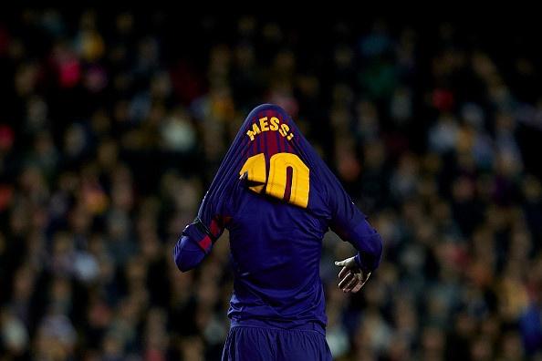 Messi bi sao Valencia keo ao trum dau hinh anh