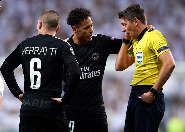 HLV PSG chua het dien tiet voi trong tai o tran thua Real Madrid hinh anh 1