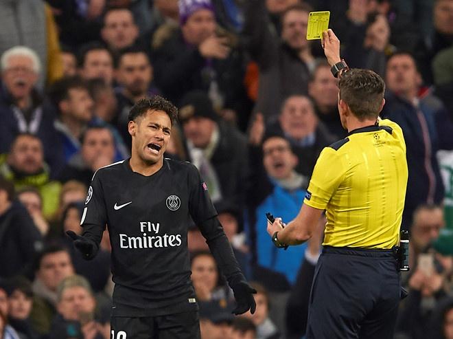 HLV PSG chua het dien tiet voi trong tai o tran thua Real Madrid hinh anh 2