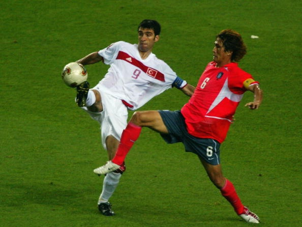 Hakan Sukur voi ban thang nhanh nhat lich su World Cup hinh anh