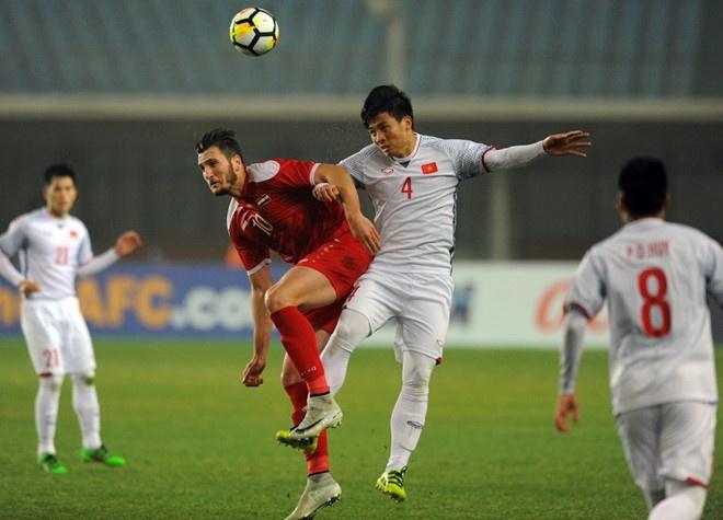 Nha bao Anh: Dung de cau thu U23 tro thanh su guong ep cua CLB hinh anh 1