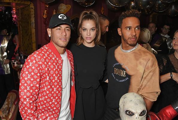 Neymar dang bien thanh trai dang cho PSG hinh anh 3