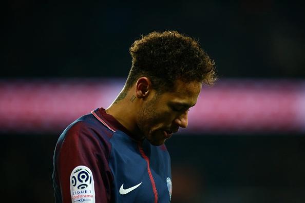 Neymar dang bien thanh trai dang cho PSG hinh anh