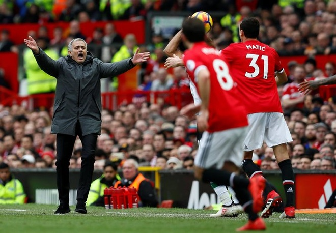 Khong can nghe thuat hay Pogba, MU chi can Mourinho hinh anh 2