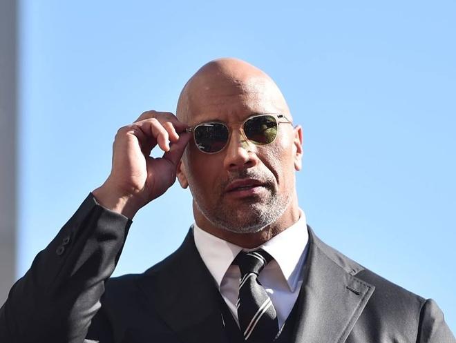 Dwayne 'The Rock' Johnson nhan cat-xe hang chuc trieu USD hinh anh
