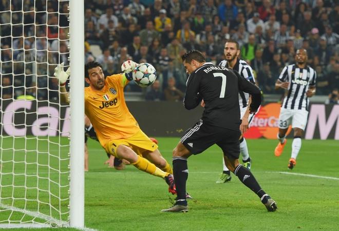 Bao Italy: Ronaldo, lai la anh? hinh anh 2