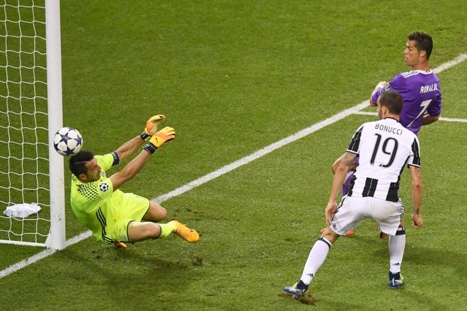 Bao Italy: Ronaldo, lai la anh? hinh anh 3