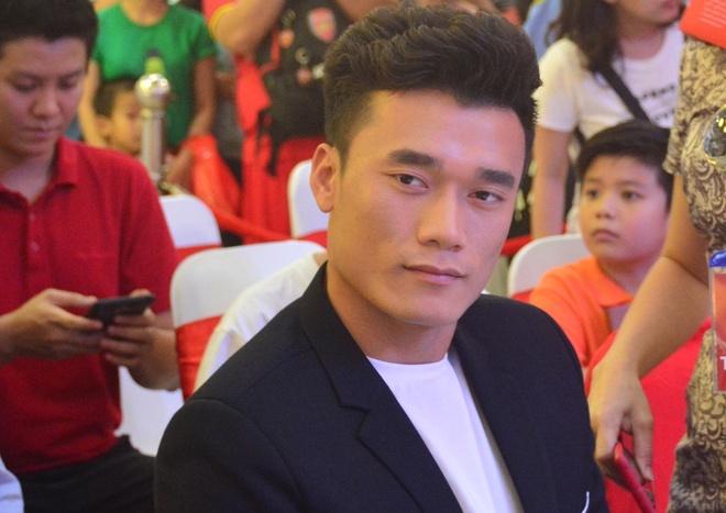 Fan Sai Gon cuong nhiet don Bui Tien Dung hinh anh