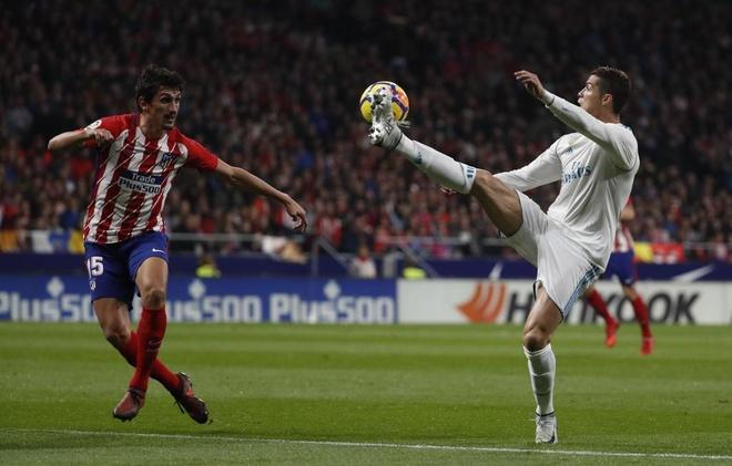 Real Madrid doi mat dieu la lung o tran derby thu do hinh anh