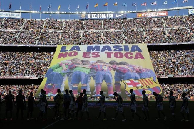 Lo La Masia suy tan, Barcelona het mo co Messi 'de nhi' hinh anh