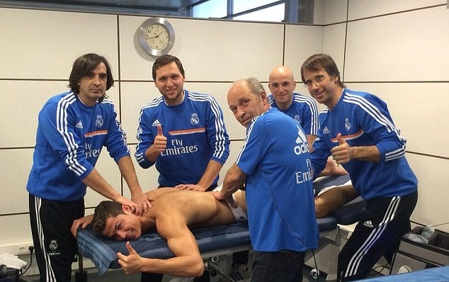 Giai ma phuong phap chua tri chan thuong cho Ronaldo hinh anh