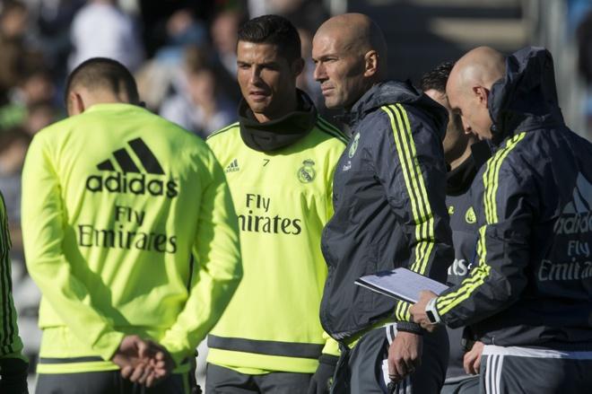 Zidane ra di de khien Real Madrid mat Ronaldo hinh anh 3