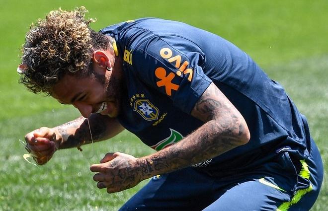 Ngay sinh nhat, Coutinho bi dong doi' choi kham' tren san tap hinh anh 7