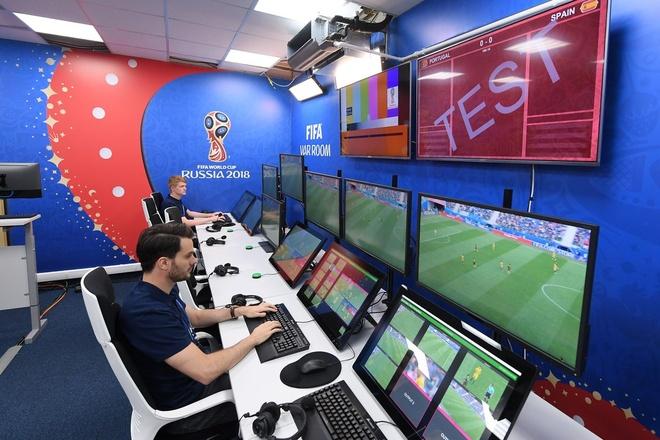 VAR - ke thu va nguoi giu can can cong ly cho World Cup hinh anh