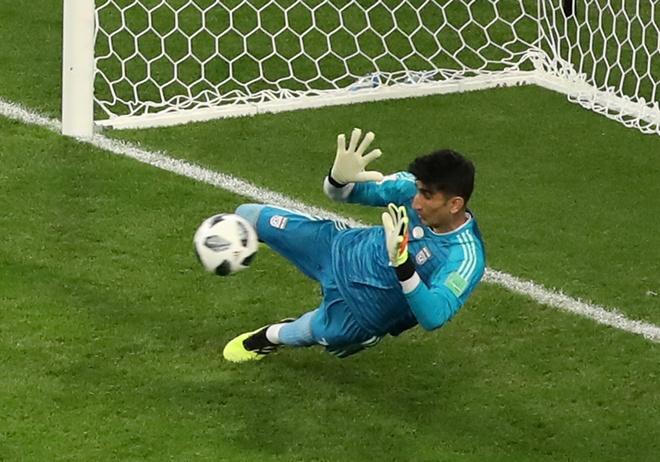 Thu mon Iran can penalty cua Ronaldo: Tu ke lang thang den dem ky dieu hinh anh