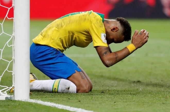 Neymar va cai gia cho tro 'cau be khoc soi' hinh anh