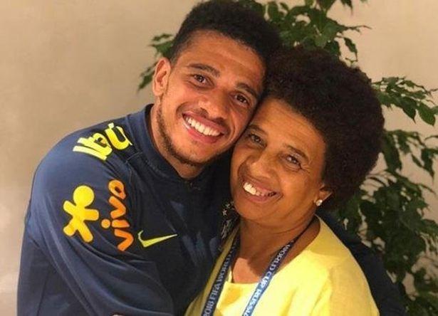 Me tuyen thu Brazil du World Cup 2018 bi bat coc hinh anh