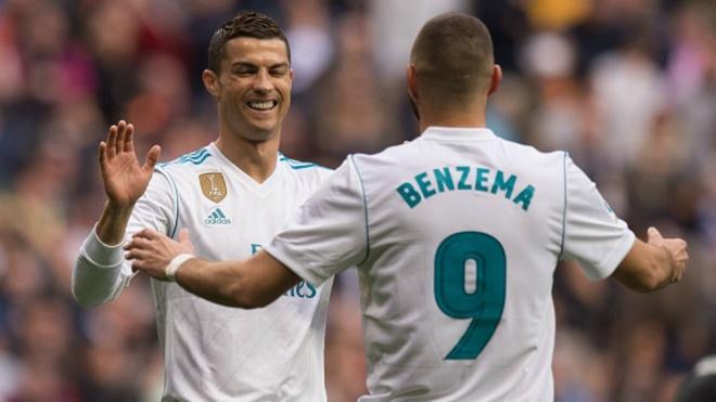 Ronaldo di, Benzema het noi nuong nau hinh anh 1
