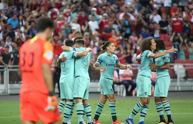 Gigi Buffon - huyen thoai van phai canh tranh o PSG hinh anh 1