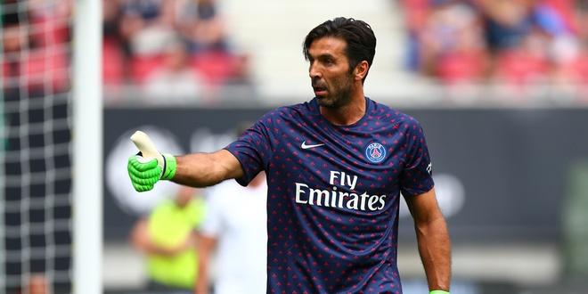 Gigi Buffon - huyen thoai van phai canh tranh o PSG hinh anh 2