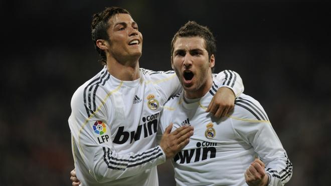 Gonzalo Higuain o lai Italy de 'phuc thu' Ronaldo? hinh anh