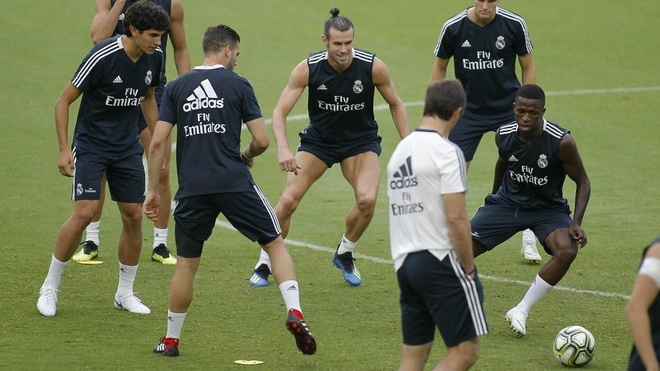Khi HLV Lopetegui muon Real Madrid nhay 'rock 'n' roll' hinh anh 1