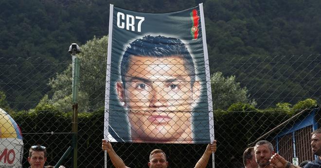 Thanh Verona, Maradona va Ronaldo cuu roi bong da Italy? hinh anh