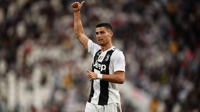 Ronaldo lien tiep tit ngoi: Khoang lang truoc con bao hinh anh