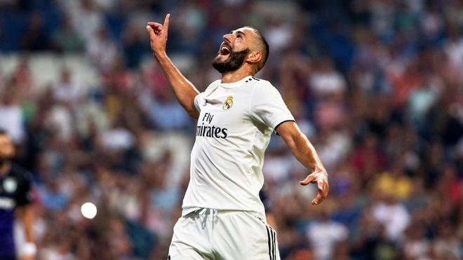 Khong Ronaldo, Benzema bong choi hay den la thuong hinh anh