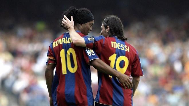 Ronaldinho: 'Chi nguoi ngoai hanh tinh moi danh bai duoc toi va Messi' hinh anh 1