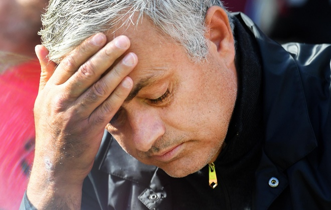 MU sa sut, con cho gi ma khong sa thai Mourinho? hinh anh