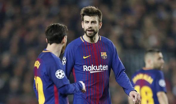 Noi bo Barca luc duc: Pique khong nhin mat Messi hinh anh