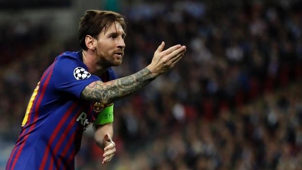 Barca thang lon: Messi choi sang giua tro xoay tua bat on hinh anh