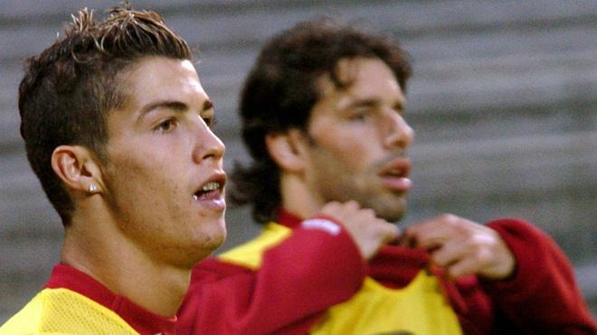 Ronaldo tai ngo MU: Ngay ve cua ke truyen cam hung vi dai hinh anh