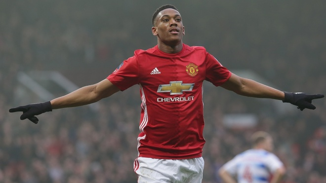 Anthony Martial truoc thoi co bao thu Juventus hinh anh