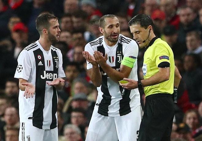 MU 0-1 Juventus: Cui dau truoc 'chien binh khong tuoi' Chiellini hinh anh 3
