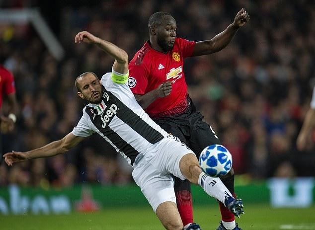 MU 0-1 Juventus: Cui dau truoc 'chien binh khong tuoi' Chiellini hinh anh