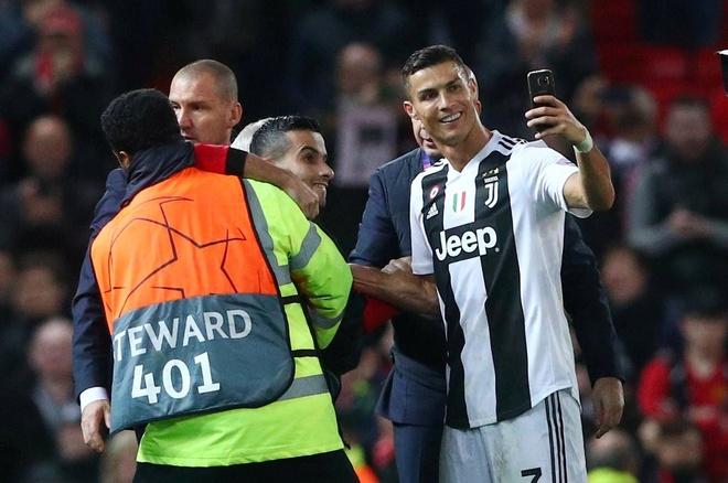 Old Trafford van tung ngay nho Ronaldo hinh anh