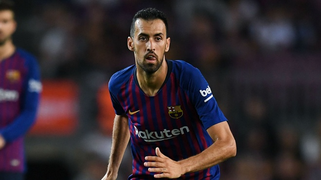 Barca vs Real: Cho Busquets va cu 'xoay compa' thien tai hinh anh