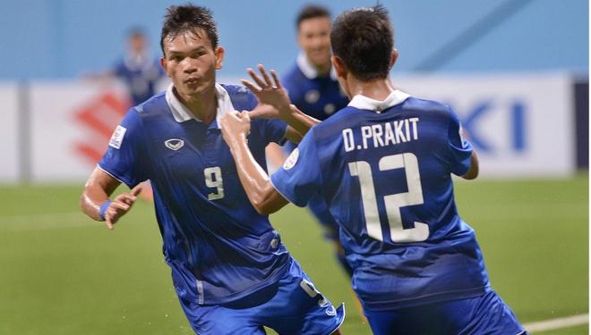 Doi tuyen Thai Lan dua hang cong moi ghi 8 ban du AFF Cup hinh anh