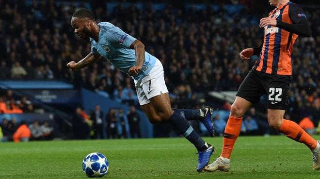Man City 6-0 Shakhtar Donetsk: Sterling tu nga cung co phat den hinh anh 1