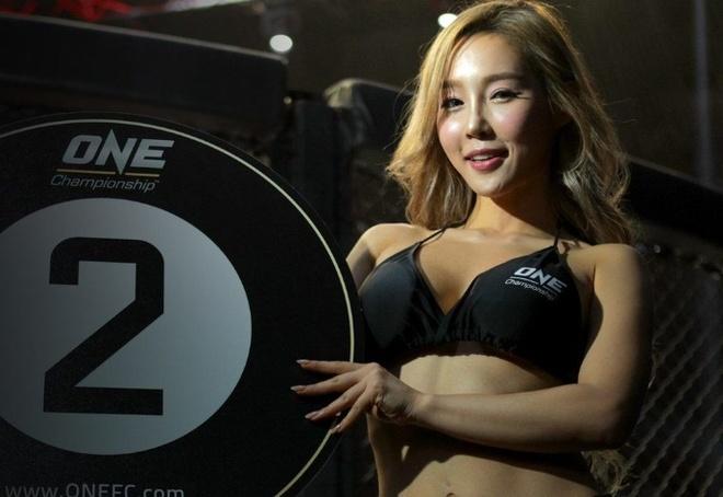 Lee Ji Na - 'Ring Girl' nong bong nhat lang One Championship hinh anh