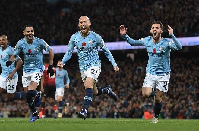 O Manchester bay gio, MU chi biet nguoc nhin Man City hinh anh