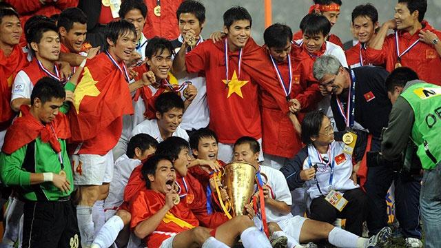 The he vang doi tuyen Viet Nam nam 2008 noi gi ve doi thu Malaysia? hinh anh