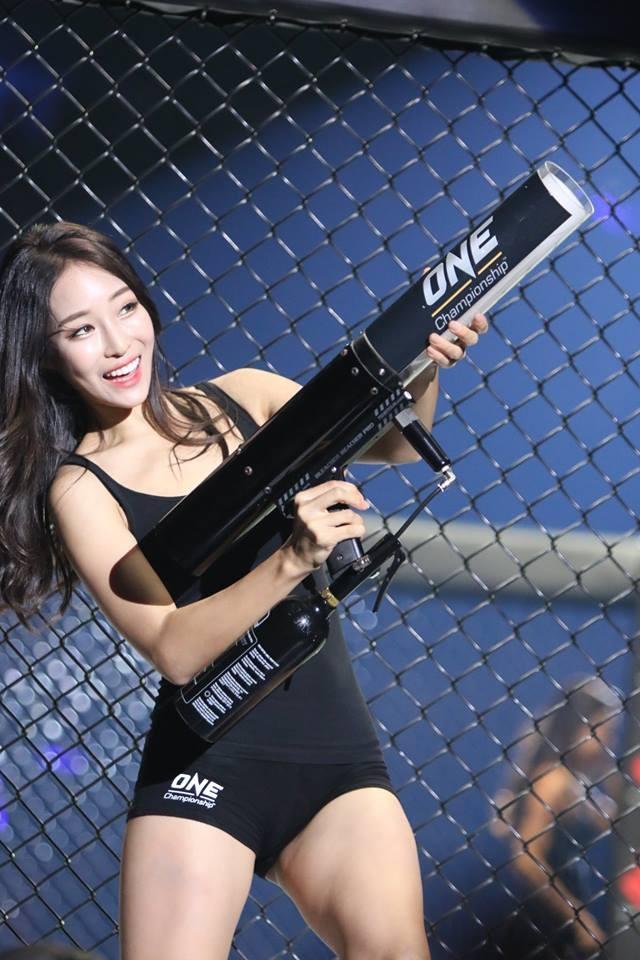 My nhan cua One Championship chuc HLV Park Hang-seo vo dich AFF Cup hinh anh 8