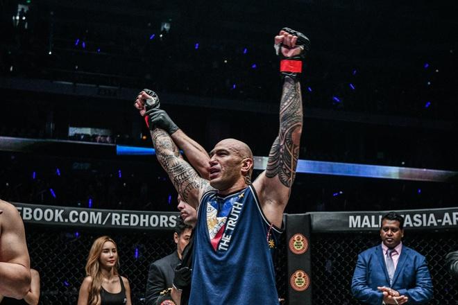 Chu nha Philippines dai thang o giai MMA lon nhat chau A hinh anh