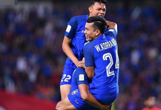 Sao Thai Lan tuyen bo pha luoi Malaysia de lam qua mung sinh nhat hinh anh