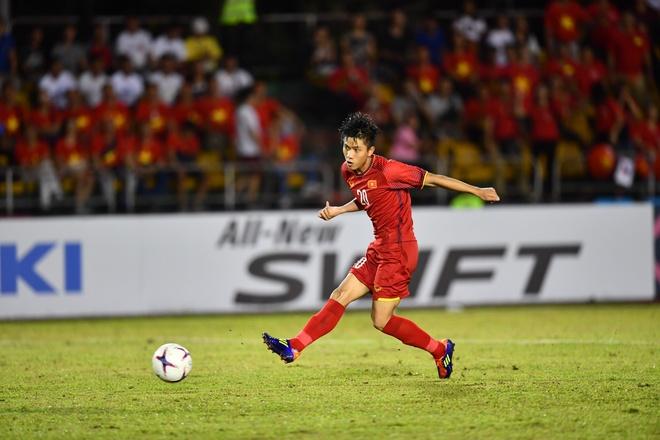 Kết quả hình ảnh cho Bàn thắng ấn định tỷ số 2-1 của Phan Văn Đức được báo chí châu Á khen rất nhiều. (Ảnh: Zing)