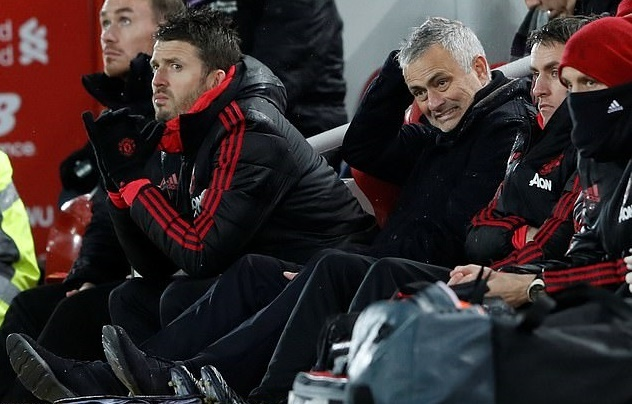 Roy Keane chi trich cau thu MU vi khien Jose Mourinho bi sa thai hinh anh 1