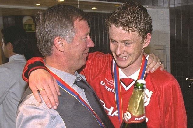 Sir Alex Ferguson tai hop Solskjaer truoc tran gap Bournemouth hinh anh